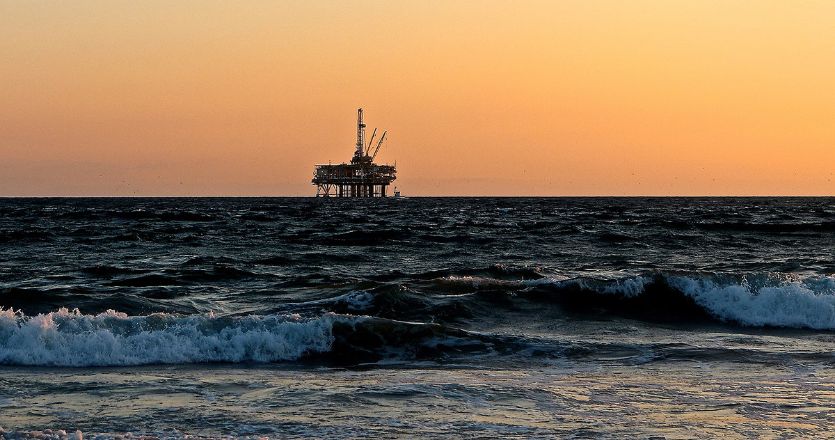 Picture of an oil rig