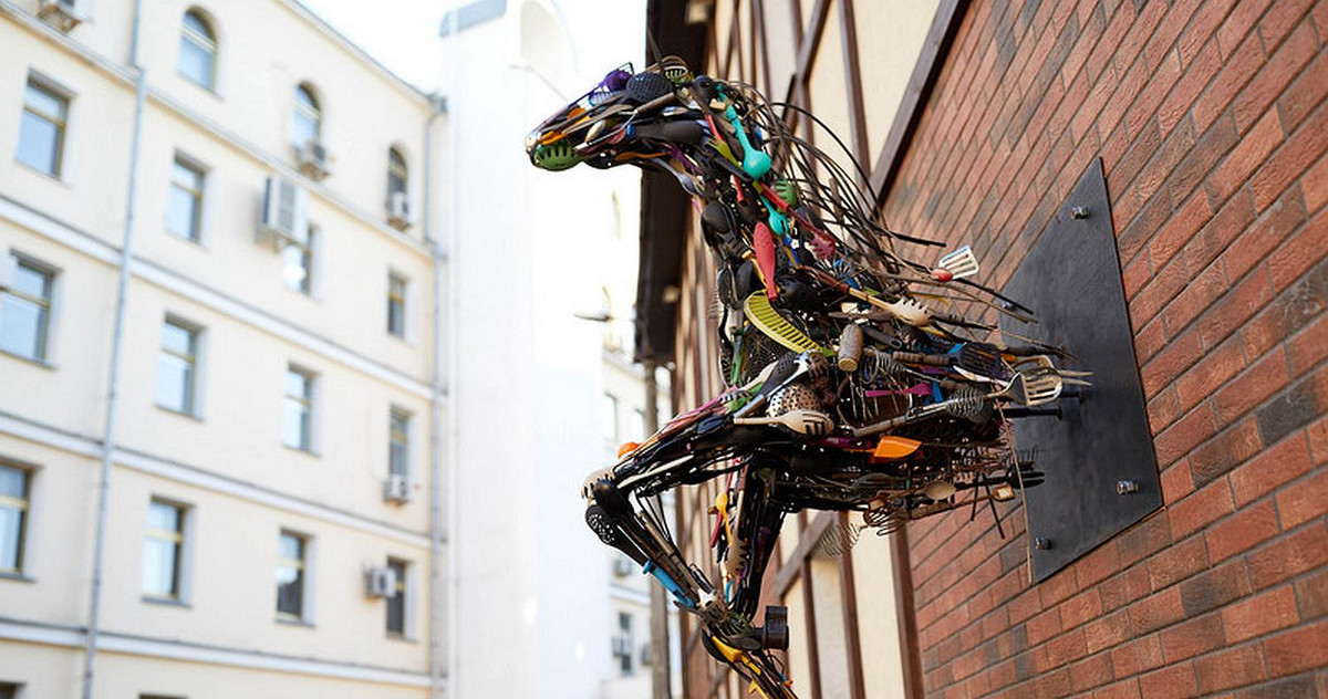 Picture of a horse sculpture