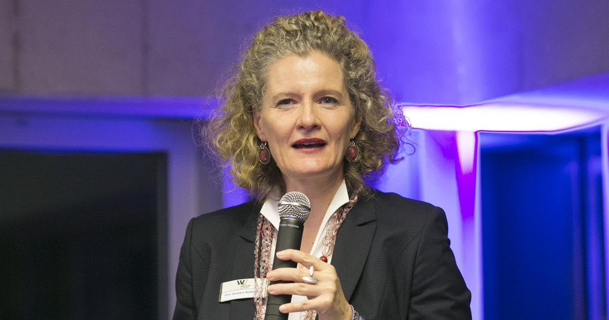 Picture of Barbara Stöttinger with a microphone