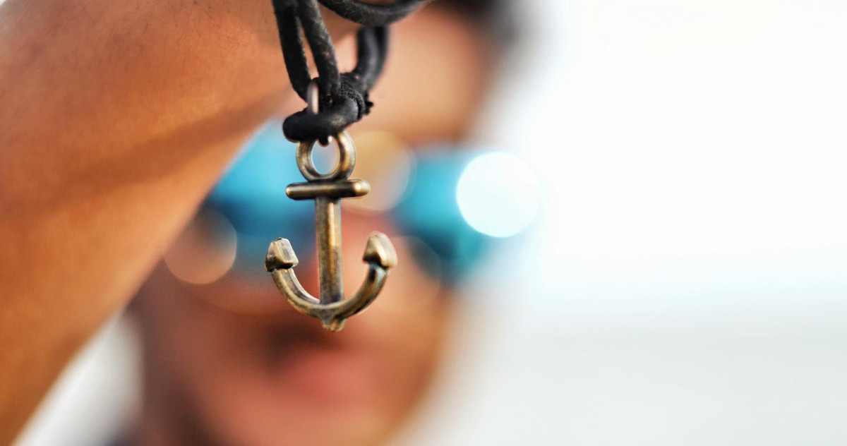 Picture of an anchor necklace