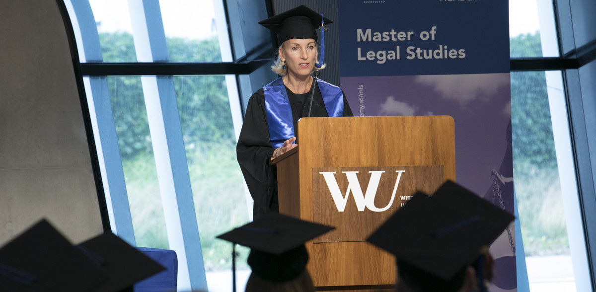 The successful manager at Wiener Städtischen Versicherung, Sabine Pfeffer, MLS, speaks at her graduation ceremony on June 22, 2018.