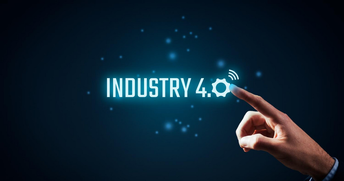 "Pic of an EMBA student pointing at the writing ""Industry 4.0"""