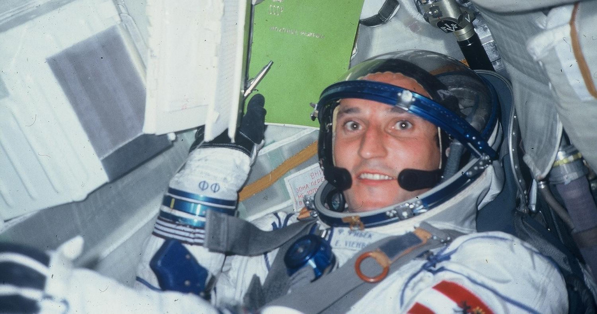 Astronaut instead of management: Franz Viehböck in a space suit