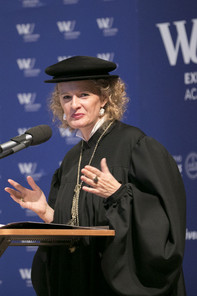 Dean Barbara Stöttinger on the podium of the graduation